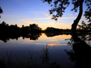 Abenddämmerung über dem Manhagener See.
