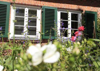 Das Englische Landhaus im Sommer.