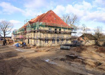 Fassade und Dach des Pächterhauses wurden komplett erneuert.